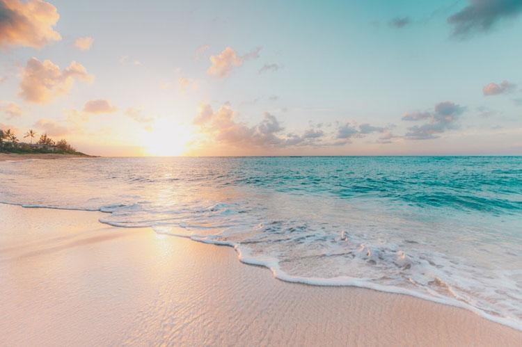 Sandy white beach in Hawaii
